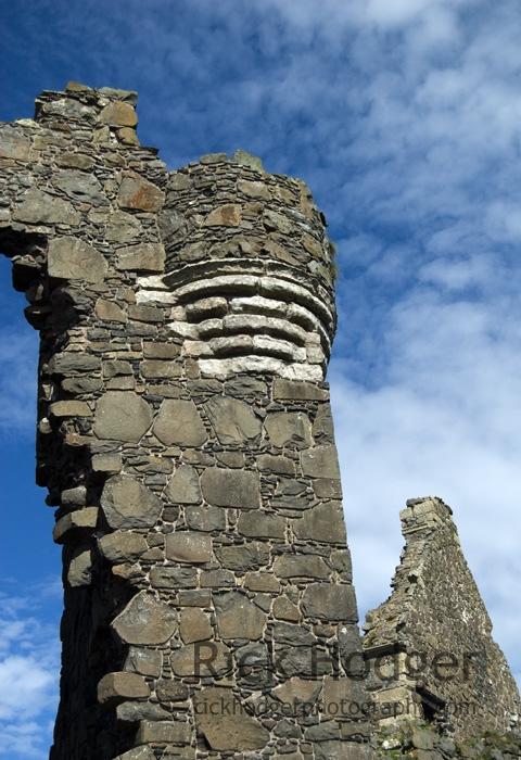 Dunluce Castle, Entryway Parapet